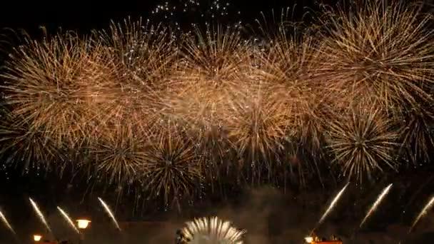 Újév ünnepe színes tűzijáték