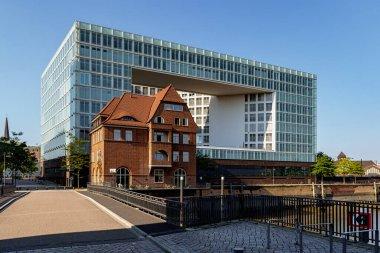 Old Speicherstadt customs house in front of publishing house Der Spiegel, Quartier Brooktorkai, Hafencity, Hamburg, Germany