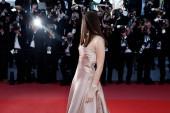 CANNES, FRANKREICH - 11. Mai: Bella Hadid besucht die Premiere von Ash Is Purest White während der 71. Filmfestspiele in Cannes, Frankreich am 11. Mai 2018.