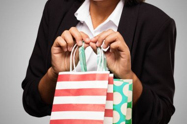 latin business woman holding shopping bags