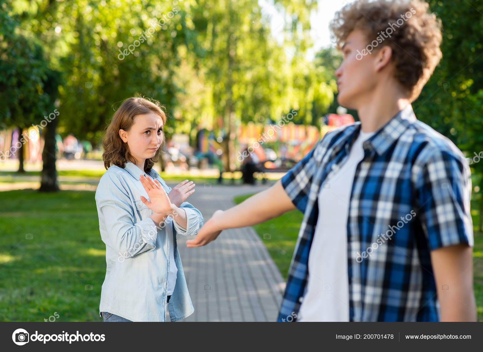 Was nennt man ein jüngeres Mädchen, das einen älteren Kerl datiert Ein Mann, der dreimal geschieden wurde