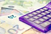 Kalkulačka a euro peníze
