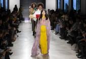 New York-i, Ny - 2018. február 07.: Modellek séta a kifutópályán során New York Fashion Week férfi F/W 2018 N-p-Elliott Summersend kiállításon