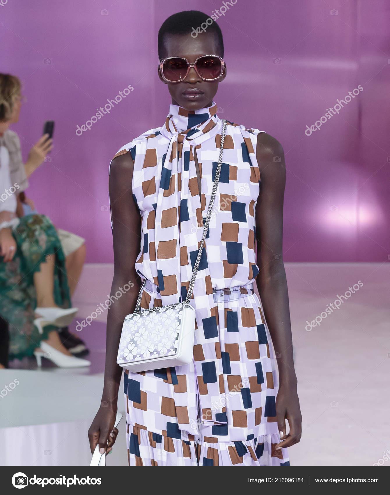 New York September 2018 Barbra Lee Grant Walks Runway Kate Stock Editorial Photo C Sharpshooter 216096184