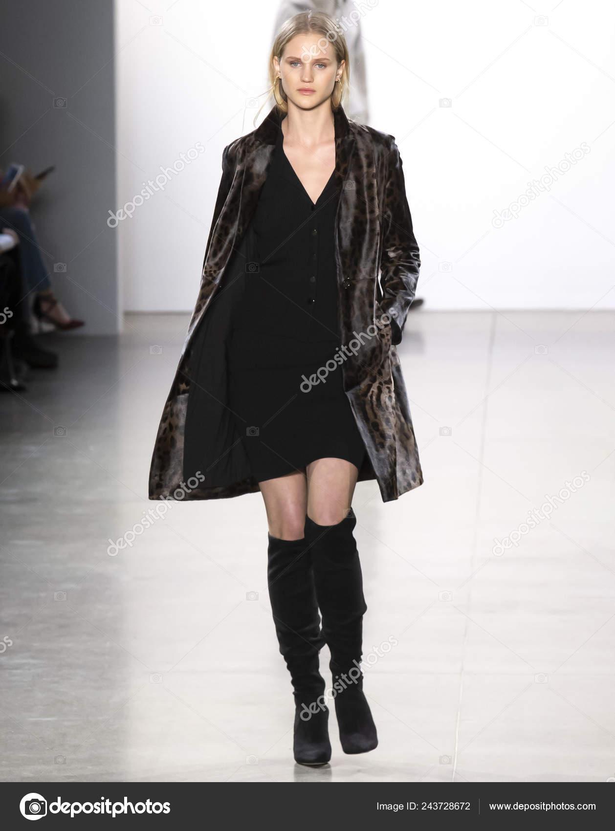 New York February 2019 Model Walks Runway Elie Tahari Fall