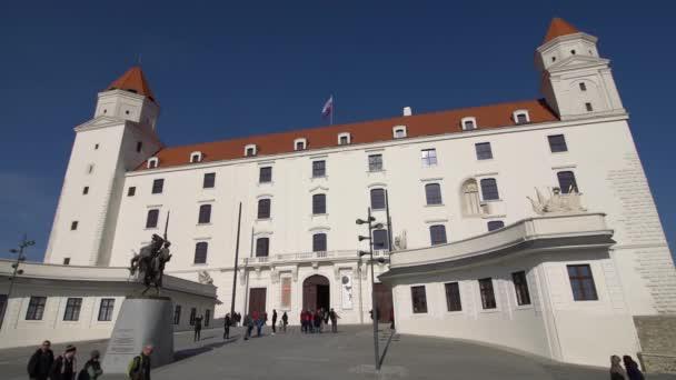 Bratislava, Slovensko - listopad 2013: V historickém centru Bratislavy. Bratislava je obsazení obou březích Dunaje a řeky Moravy. Bratislava-ohraničení dva státy, Rakousko a Maďarsko.