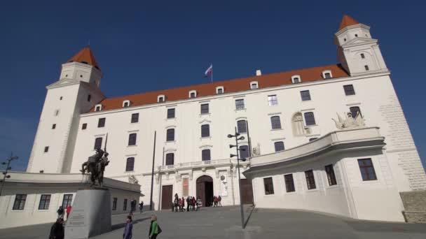 Bratislava, Slovensko - listopad 2017: V historickém centru Bratislavy. Bratislava je obsazení obou březích Dunaje a řeky Moravy. Bratislava-ohraničení dva státy, Rakousko a Maďarsko