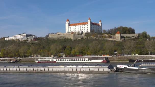 Bratislava, Slovensko - listopad 2017: Starý Hrad - starobylý hrad v Bratislavě. Bratislava je obsazení obou březích Dunaje a řeky Morava