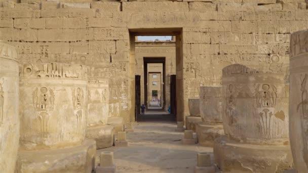 Chrámu Medinet Habu. Egypt, Luxor. Zádušní chrám Ramesse Iii v Medínet Habu je důležité období struktura nové říše v západním břehu v Luxoru v Egyptě.