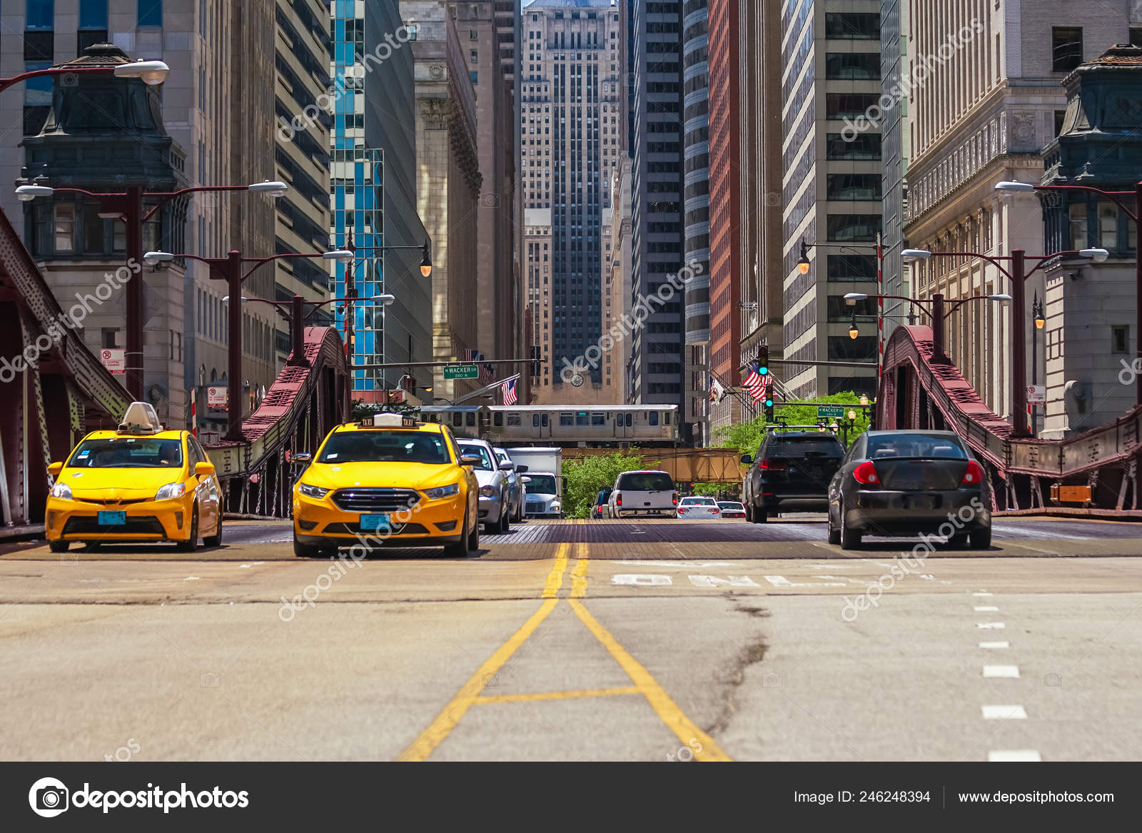 Traffic Downtown Chicago People Train Car Bus Stock Editorial Photo C F11photo 246248394