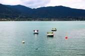 Fotografie bunten Tretbooten am Tegernsee