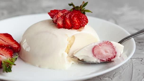 Italský dezert panna cotta