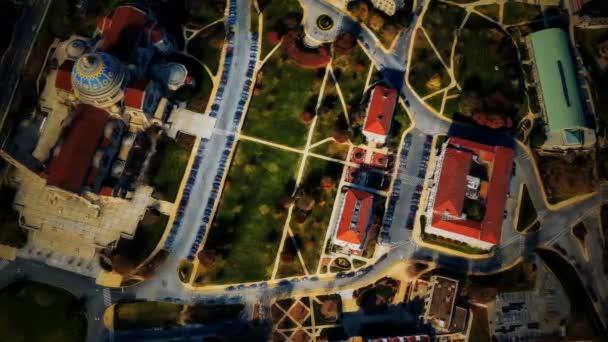 Luftaufnahme von Wohnhäusern im Sommer