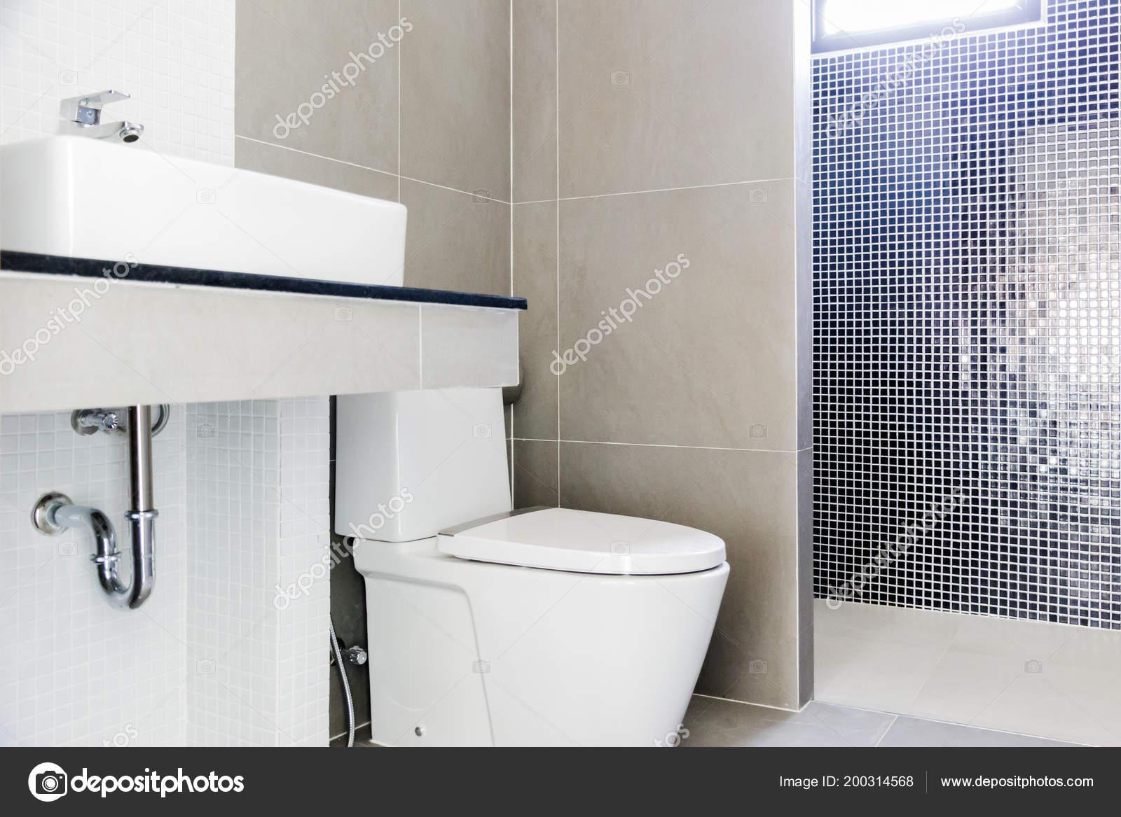 Modernes Design Haus Bad Und Waschbecken Weiß Colur Sanitärkeramik  Badezimmer U2014 Stockfoto