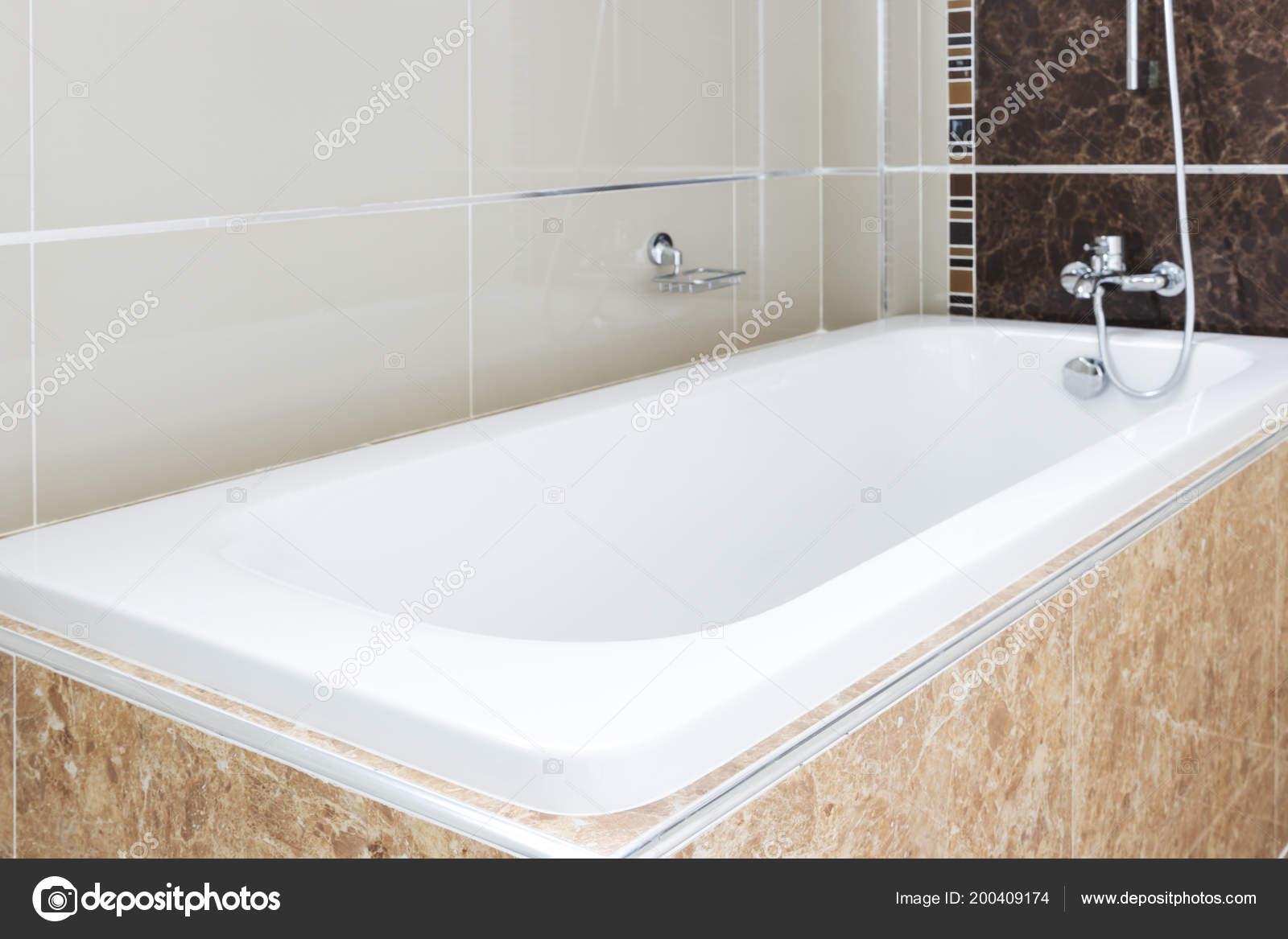 Vasche Da Bagno Design Moderno : Vasca bagno design moderno casa sfocatura bianco sanitari bagno