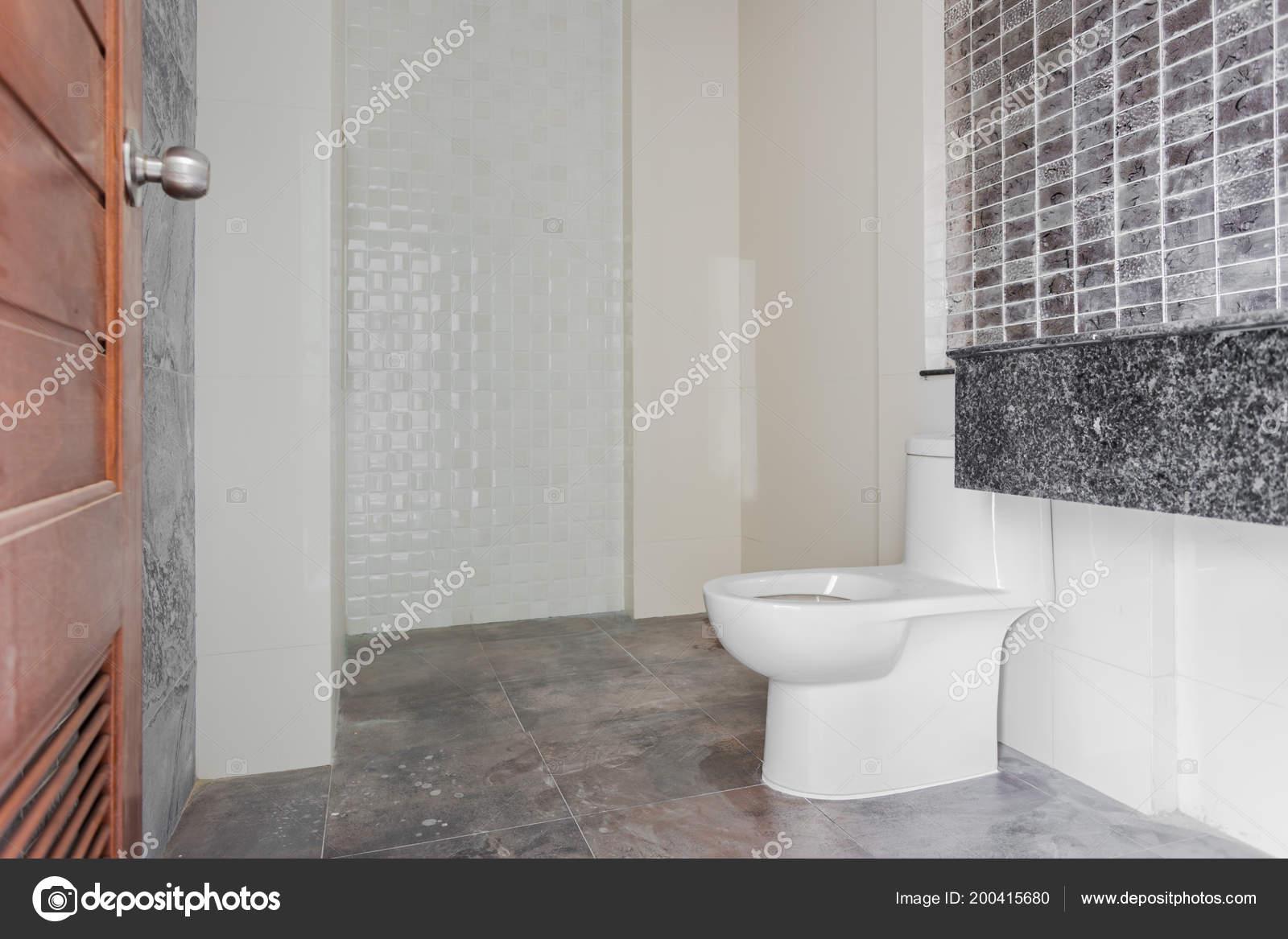 Accueil Salle Bain Design Moderne Blanc Sanitaires Dans ...