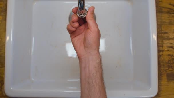 Mužský ruční šroubovací filtr na kuchyňském kohoutku