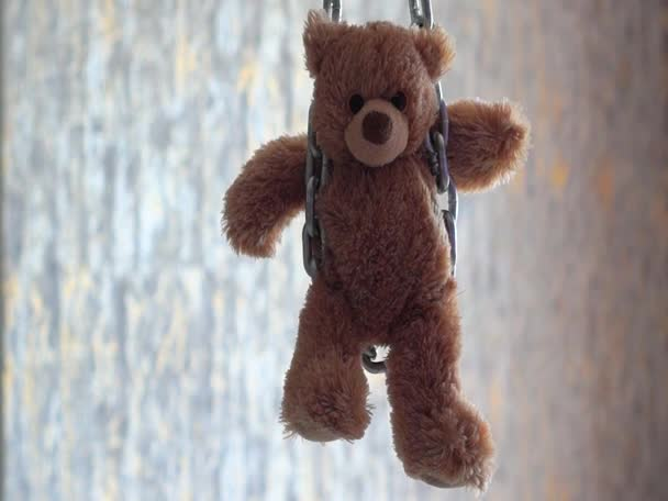 Teddy mackó láncra verve