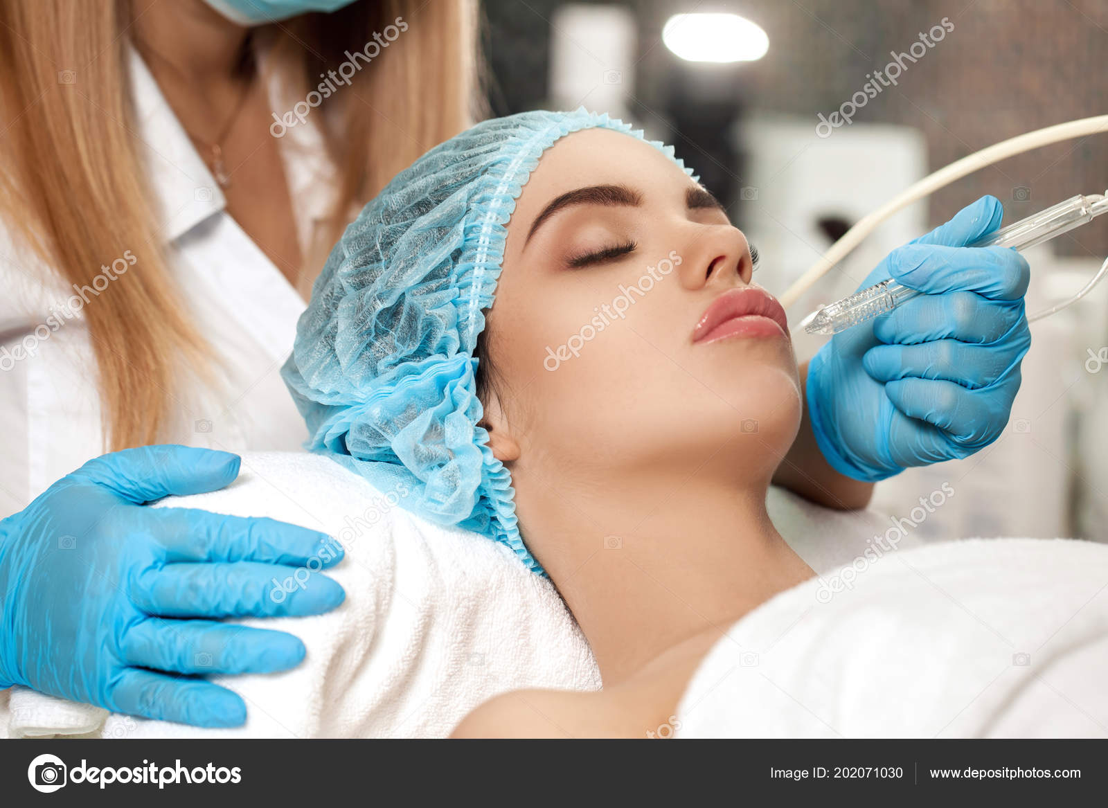 Cleaning the face in the salon ... which is the most effective