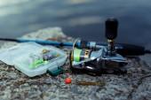 Horgászfelszerelés. halászati spinning, horgok, és csalik