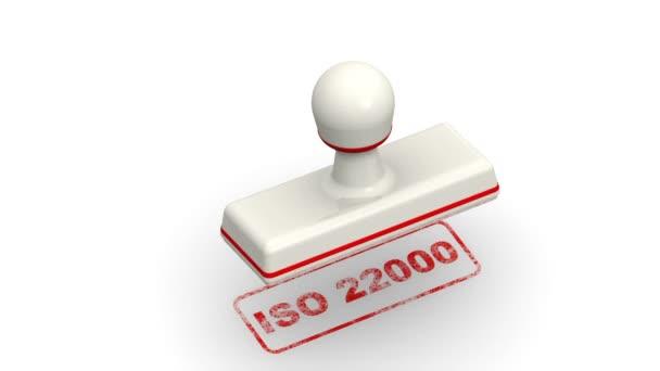 ISO 22000. Razítka listy červený otisk Iso 22000 (Iso 22000 je standard vyvinutý společností mezinárodní organizace pro standardizaci zacházení s bezpečností potravin) na bílém povrchu. Záznam videa