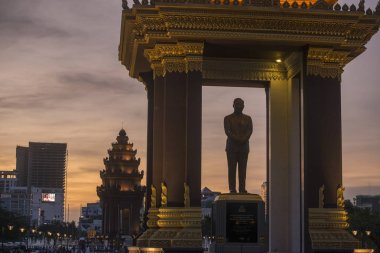 PHNOM PENH, CAMBODIA - December 18, 2017 : Silhouette Statue and Monument of King Norodom Sihanouk
