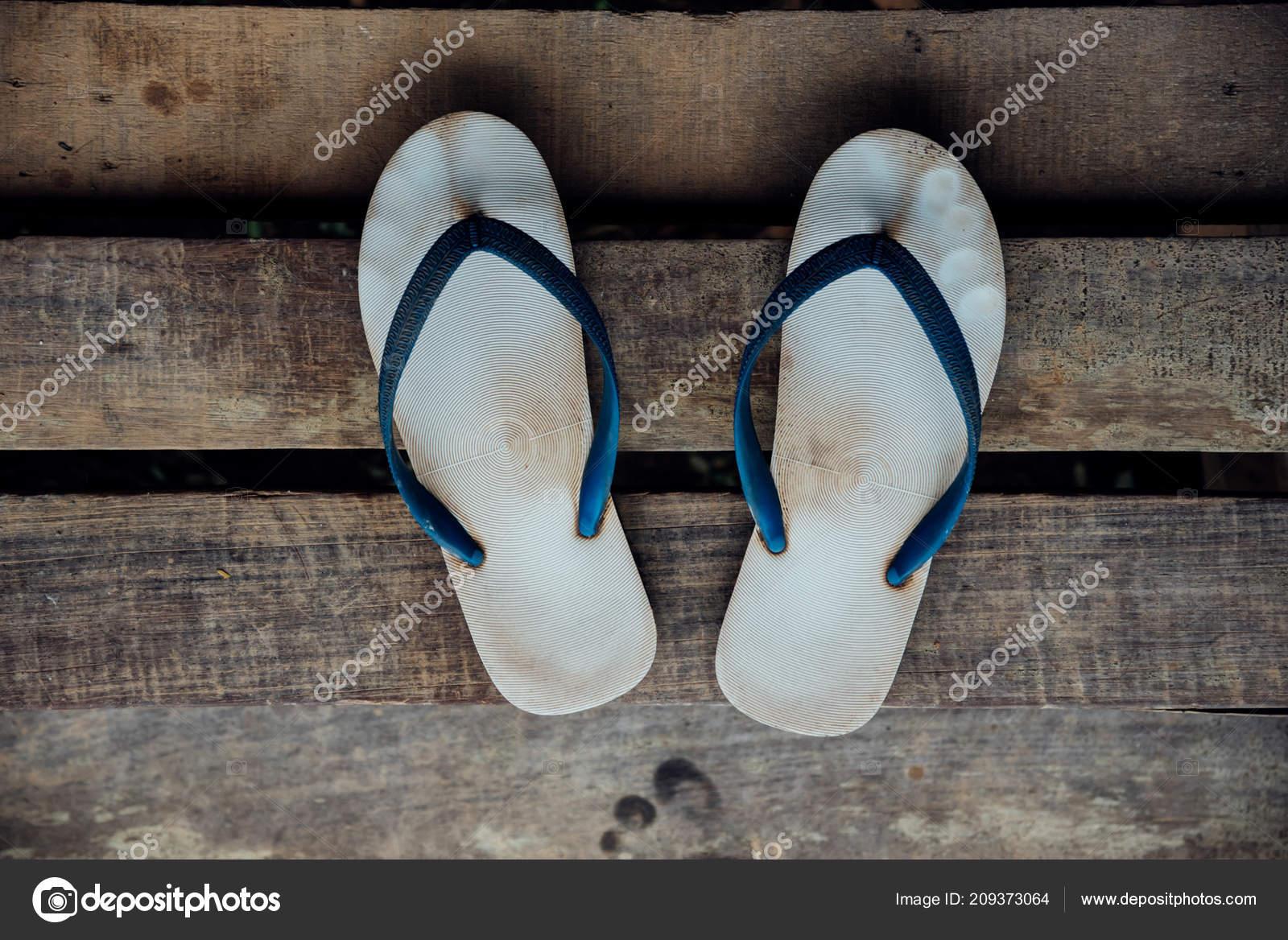 f93e254cc Vintage Sandal Thongs Flip Flop Blue Color Footwear Wooden Staircase —  Stock Photo