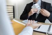 koncepce úplatkářství a korupce, poškozený podnikatel zapečetí