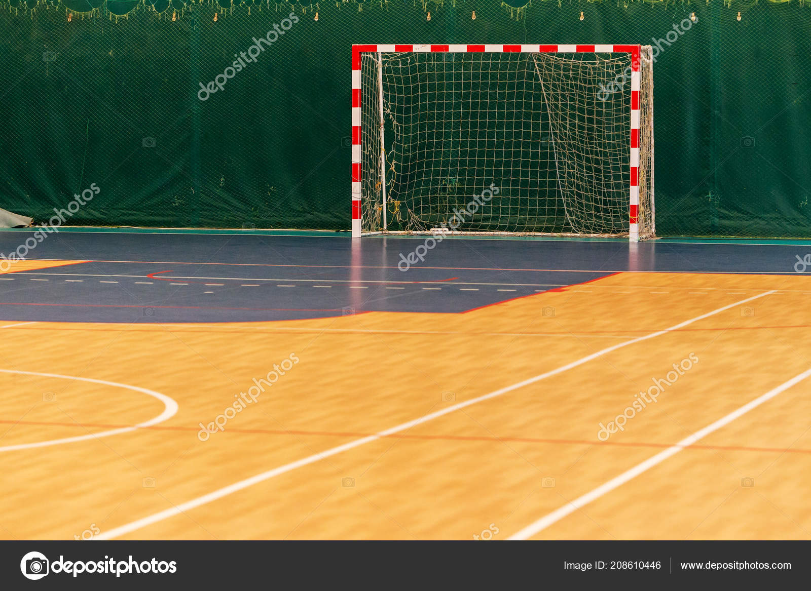 Ginásio Para Jogar Futsal Mini Futebol Dobrado Parquet Madeira Sobre ... 8095e1918d6f5
