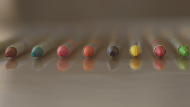 Close up di mazzo di identici grafite solido matite, sfondo