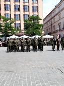 Die Fronleichnamsprozessionen in Krakau finden jedes Jahr im Mai statt. Polen ist ein katholisches Land und die Menschen sind sehr religiös. Kralow ist die Stadt der Kirchen mit über 120 Gotteshäusern, von denen über 65 im 20. Jahrhundert erbaut wurden