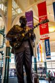 Memphis Visitors Centre Tennessee USA am Mississippi und die Dolly Parton Brücke. Memphis ist der Geburtsort des Rock n Roll, die Heimat der Blues-Musiklegenden Elvis Presley, Johnny Cash, B.B. King, W.C. Handy und Otis Redding haben hier ihre Spuren hinterlassen