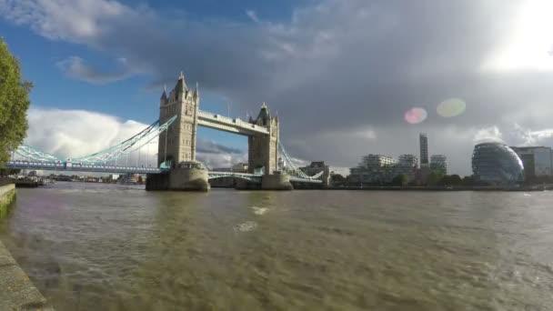 Tower Bridge a řeka Thames, Londýn, 4k