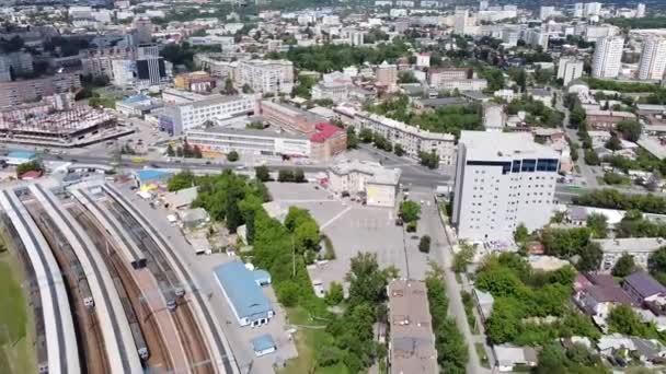 počáteční snímky pro turistická videa pořízené dronem