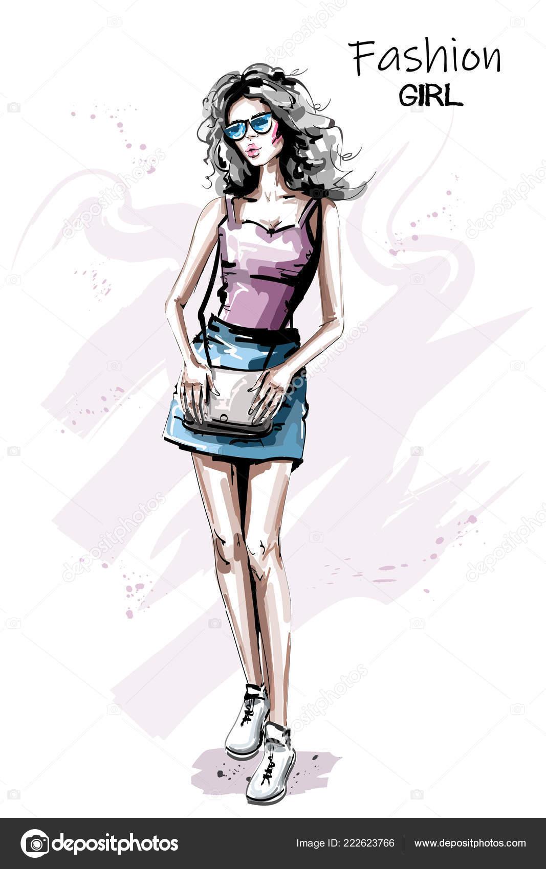 4aeb04bc9 Roupa de mulher jovem e bonita desenhada de mão. Menina elegante elegante  em óculos de sol. Moda mulher com saco. Retrato falado — Vetor de ...