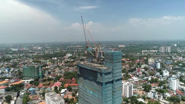 Létání kolem konstrukce mrakodrapu