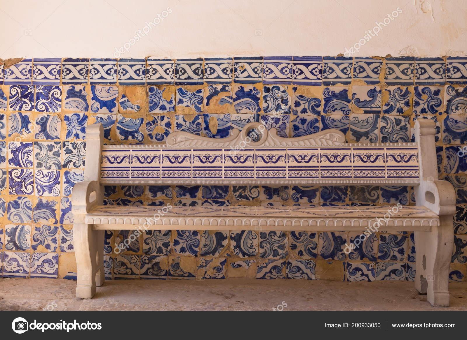 Panca muro con tradizionale ceramica azulejos piastrelle con