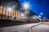 Katowice éjjel Lengyelországban. International Convention Center MCK fényekkel. Európai Gazdasági Kongresszus. Kato modern város.