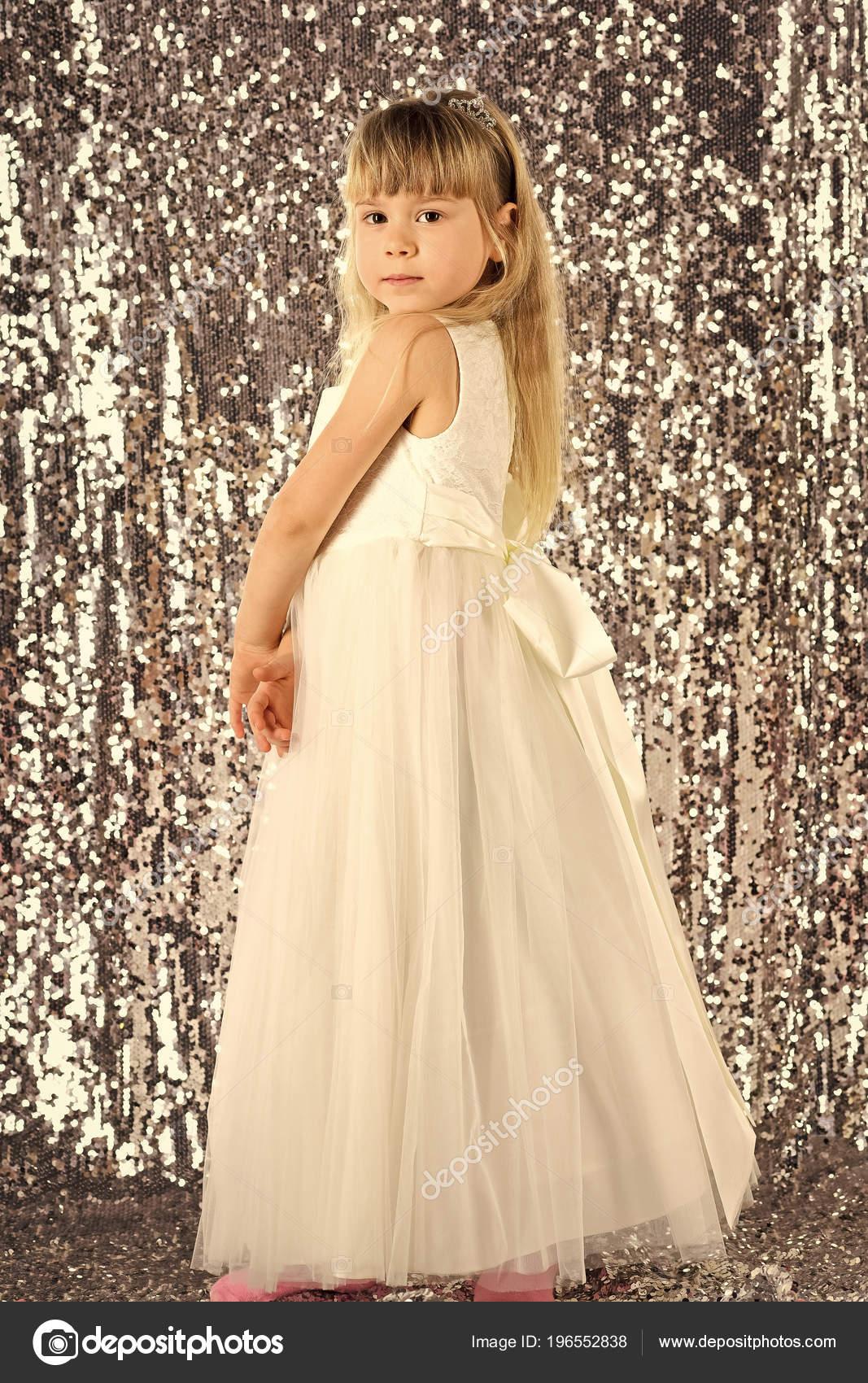 Mignon petit bébé fille la mode jolie modèle blonde Dame ...