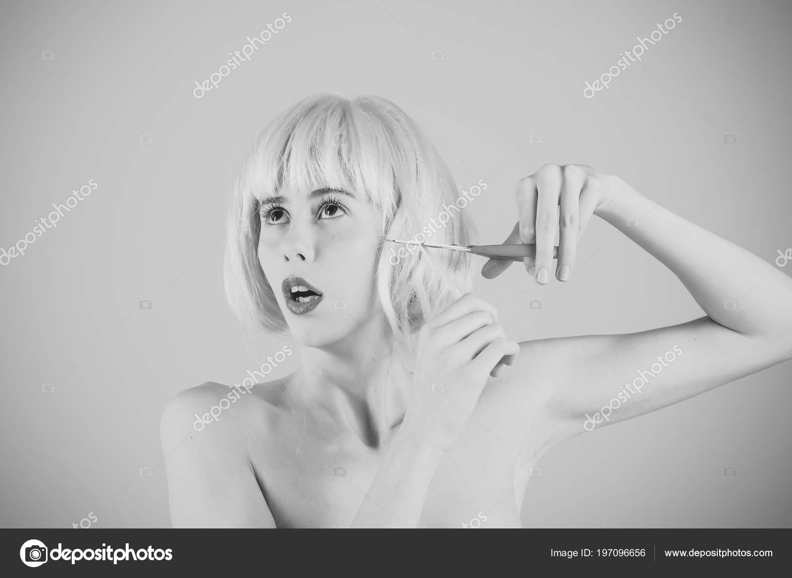 lesbiennes blondes ciseaux
