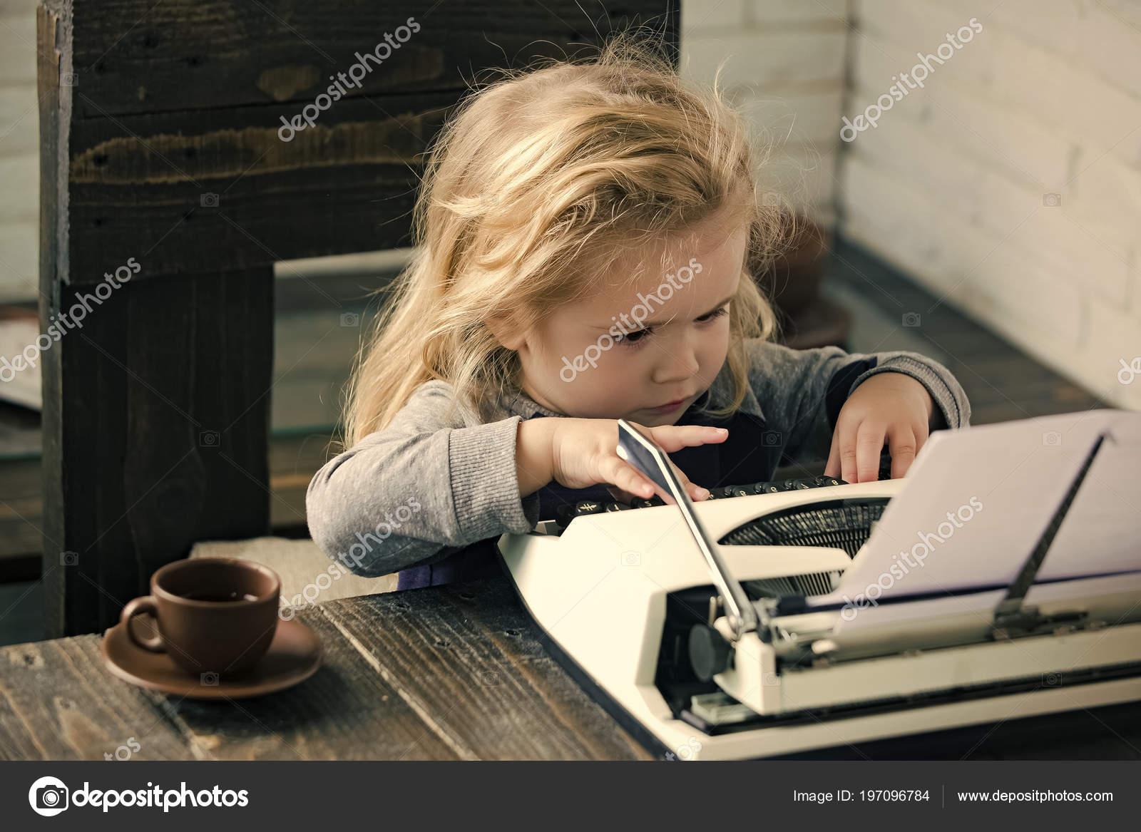 Lied mit schreibmaschine im hintergrund