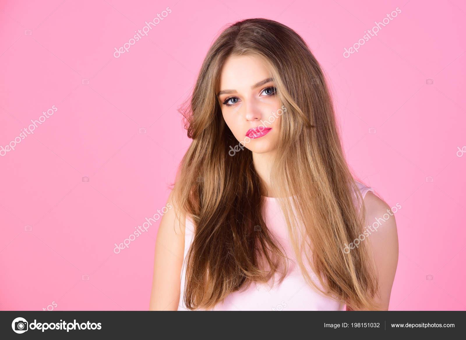 Maquillage Pour Le Modele Sensuel Avec Une Peau Douce Concept De