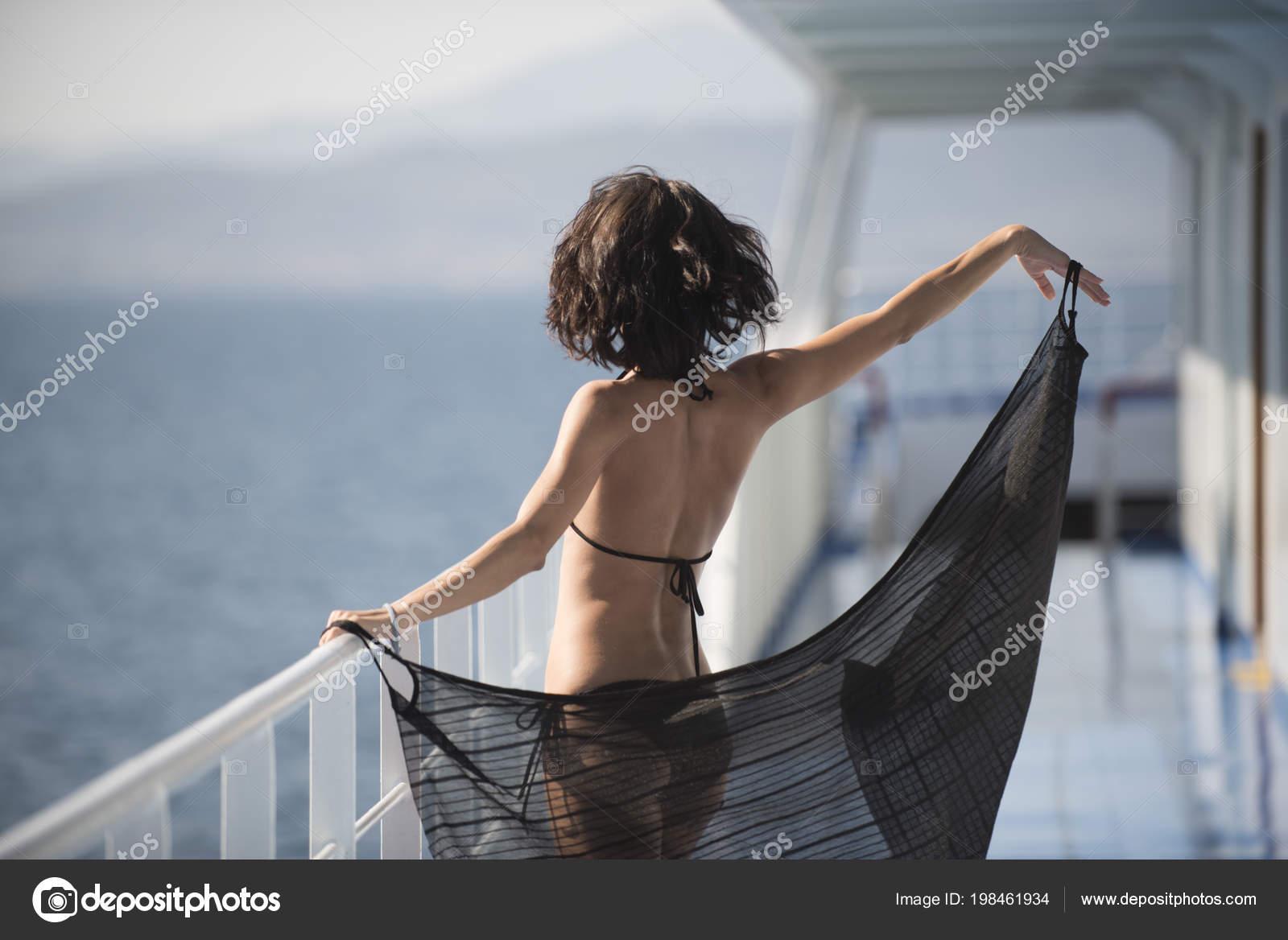 baise en bateau fille mignonne nue