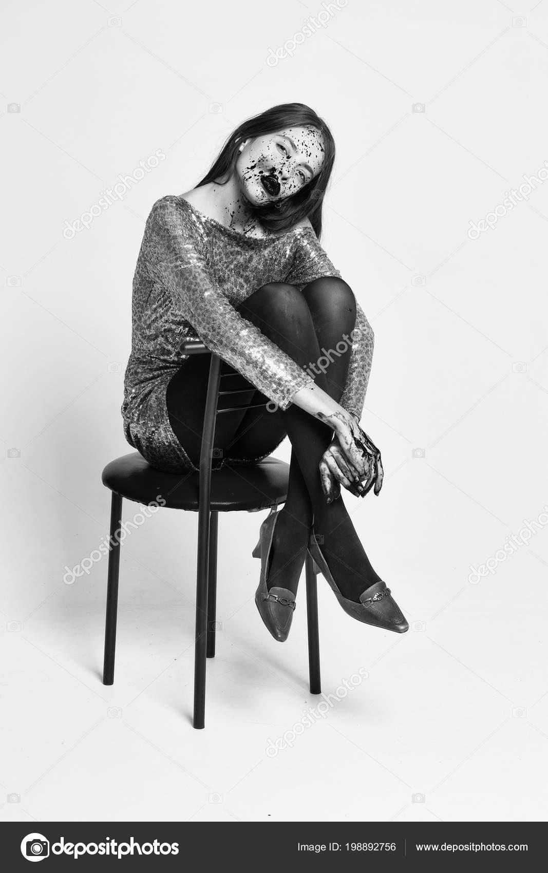 зомби девушка бар стул стоковое фото Tverdohlibcom 198892756