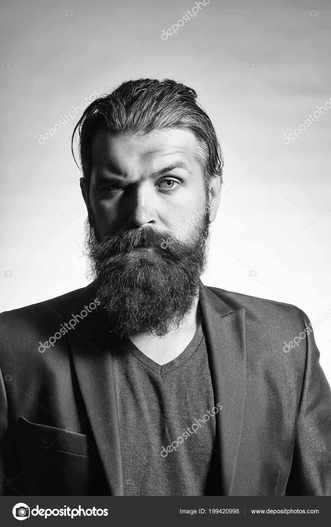 Estilo Y Peinado Para Hombre Hombre Guapo Con Barba En Chaqueta