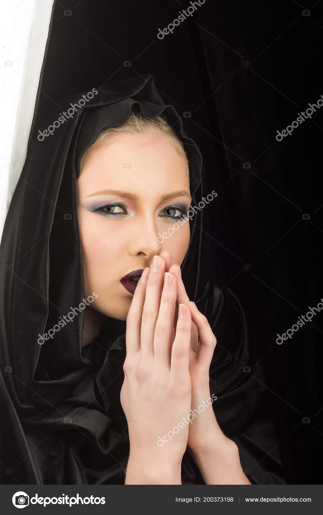 Фото черная кожа делает девушку сексуальной #15