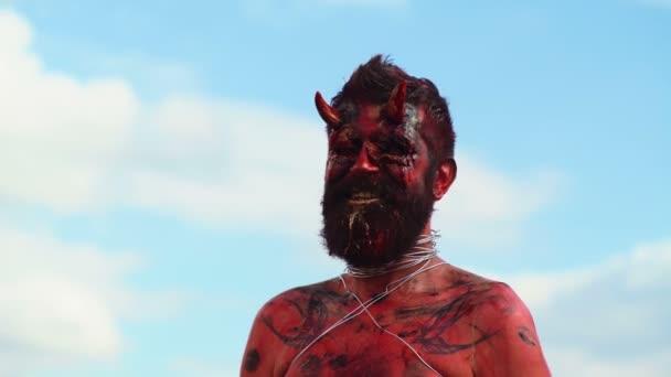 Portrét ďábla upír. Halloween monster červený ďábel. Krampus. Vánoční devils. Halloween