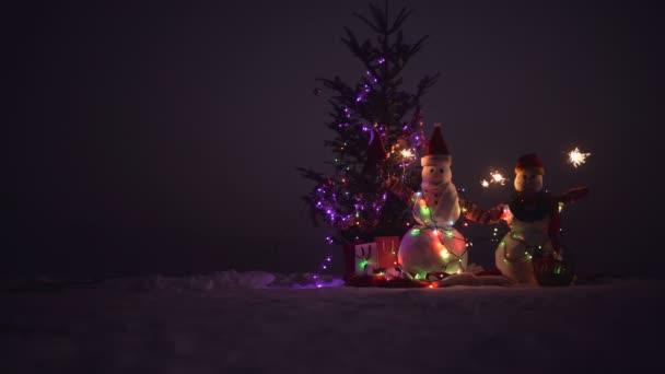 Veselé Vánoce a šťastný nový rok. Puding v zimě vánoční krajina. Šťastný nový rok s sněhulák. Snowmans šťastný pár. Snowmans oslava