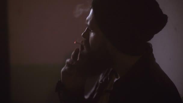 Mladý kouření videa