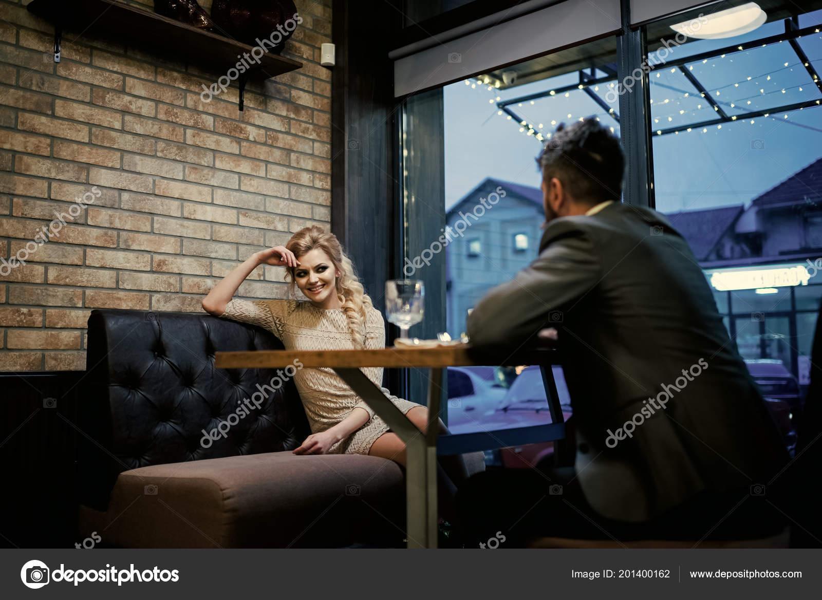 Dating σε απευθείας σύνδεση αίθουσες συνομιλίας